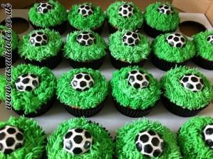 Football Cupcakes 3.JPG.opt420x313o0,0s420x313
