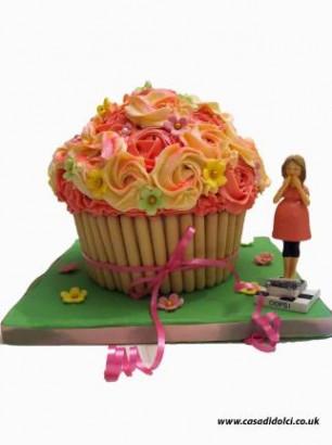 Giant cupcake.jpg.opt322x431o0,0s322x431